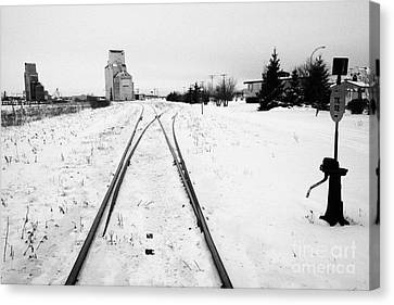 Cn Canadian National Railway Tracks And Grain Silos Kamsack Saskatchewan Canada Canvas Print