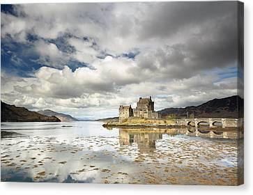 Eilean Donan Castle Canvas Print by Grant Glendinning