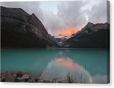 Lake Louise Sunrise Canvas Print by Yue Wang