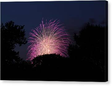 4th Of July Fireworks - 01133 Canvas Print by DC Photographer