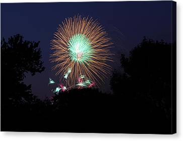 4th Of July Fireworks - 01134 Canvas Print by DC Photographer