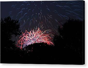 4th Of July Fireworks - 01135 Canvas Print by DC Photographer