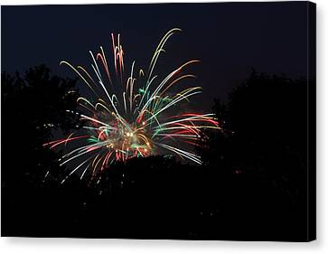 4th Of July Fireworks - 01139 Canvas Print by DC Photographer