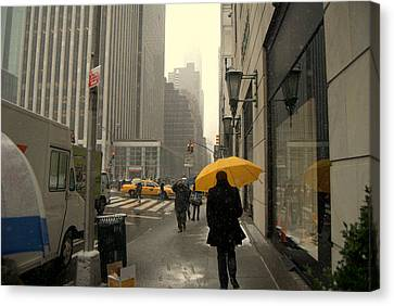Canvas Print featuring the photograph 5 Avenue by Ljubisa Milisavljevic
