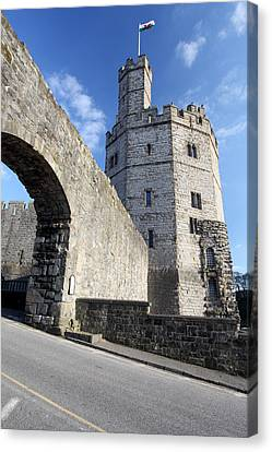 Caernarfon Castle Canvas Print by Ollie Taylor