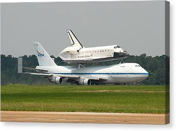 747 Carrying Space Shuttle Canvas Print by Science Source