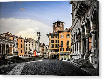 Udine Canvas Print by Chris Smith