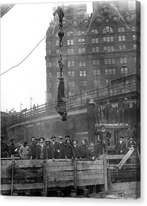 Harry Houdini (1874-1926) Canvas Print by Granger