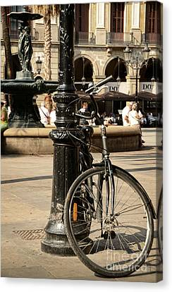A Bicycle At Plaza Real Canvas Print by RicardMN Photography