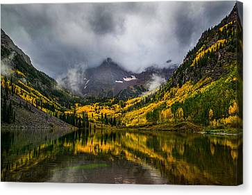 A Fall Morning At Maroon Bells Canvas Print by Peter Irwindale