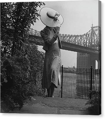 A Model In Front Of The 59th Street Bridge Canvas Print