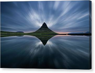 A Night At Kirkjufell Canvas Print by Simon Roppel