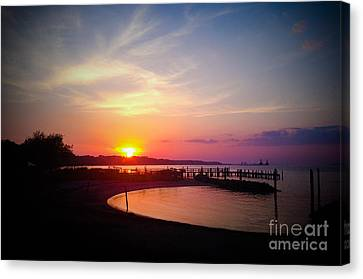 A Yorktown Sunset Canvas Print by Linda Mesibov