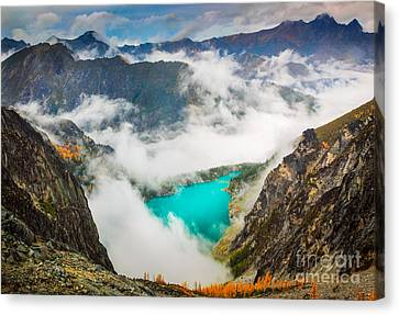 Aasgard Pass Canvas Print by Inge Johnsson