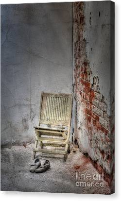 Abandoned But Not Forgotten Canvas Print by Susan Candelario