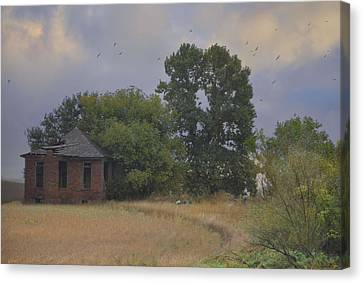 Abandoned Country House In Rural Northwest Iowa Canvas Print