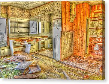 Abandoned House 1 Canvas Print by Bonnie Bruno