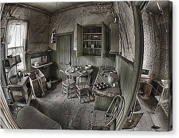 Abandoned House In Bodie Canvas Print by Igor Baranov