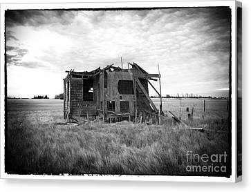 Abandoned Lbi Canvas Print by John Rizzuto