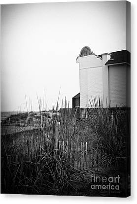 Absence Of Noise In Black And White Canvas Print