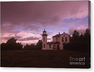 Admiralty Head Lighthouse, Wa Canvas Print by Bruce Roberts