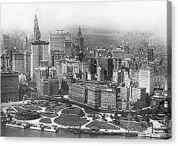 Aerial View Of Nyc Battery Canvas Print by Underwood Archives