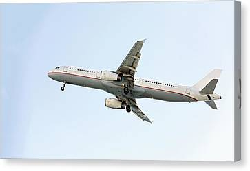 Aeroplane In Sky Canvas Print by Wladimir Bulgar