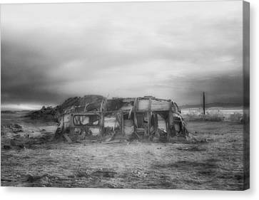 Air Stream Cannibalized Canvas Print by Hugh Smith