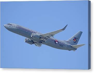 Alaska Boeing 737-890 N569as Los Angeles International Airport August 20 2013 Canvas Print by Brian Lockett