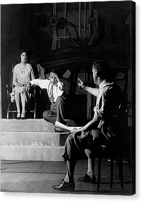 Alfred Lunt On Stage With Lynne Fontanne Canvas Print by Florence Vandamm