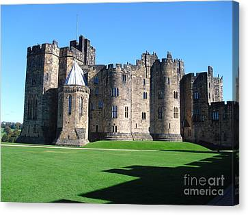 Canvas Print featuring the photograph Alnwick Castle Castle Alnwick Northumberland by Paul Fearn
