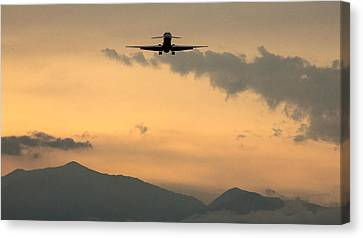 American Airlines Approach Canvas Print by John Daly