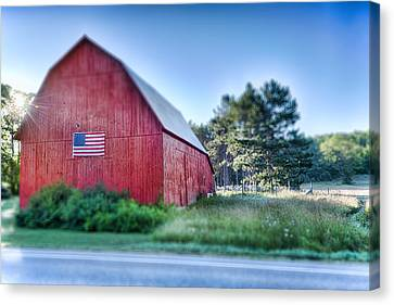 Canvas Print featuring the photograph American Barn by Sebastian Musial