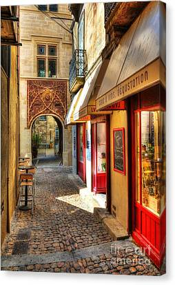 An Alley In Avignon Canvas Print by Mel Steinhauer
