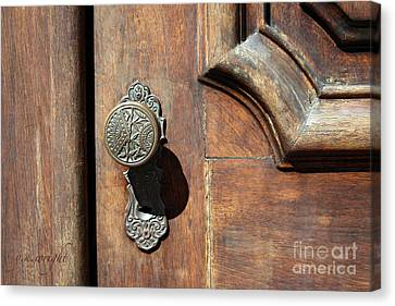 The Old Victorian Chic Canvas Print by Yvonne Wright