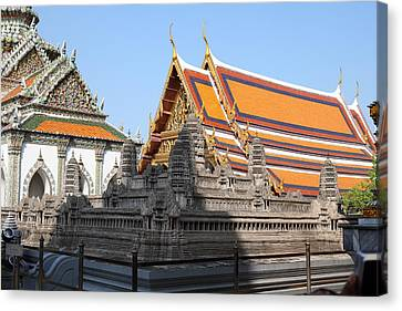 Angkor Wat Model - Grand Palace In Bangkok Thailand - 01131 Canvas Print by DC Photographer
