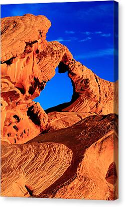 Arch Rock In The Valley Of Fire Canvas Print by Eric Foltz