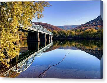 Arch Street Bridge In Autumn Canvas Print by Gene Walls