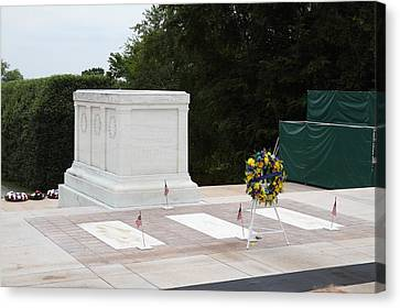 Arlington National Cemetery - Tomb Of The Unknown Soldier - 01131 Canvas Print by DC Photographer