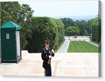 Arlington National Cemetery - Tomb Of The Unknown Soldier - 01132 Canvas Print