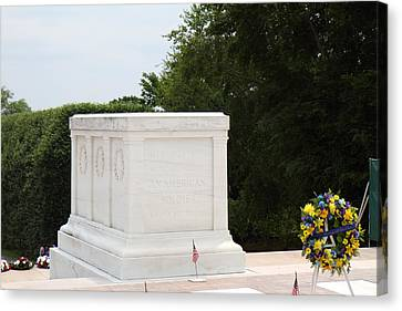 Arlington National Cemetery - Tomb Of The Unknown Soldier - 01136 Canvas Print by DC Photographer