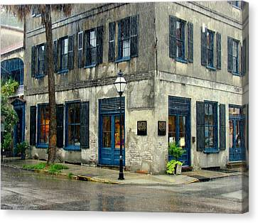 Canvas Print featuring the photograph Art Gallery In The Rain by Rodney Lee Williams