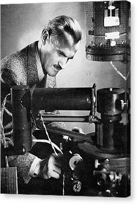 X-rays Of Canvas Print - Arthur Compton by Steven Deutch, Courtesy Aip Emilio Segre Visual Archives