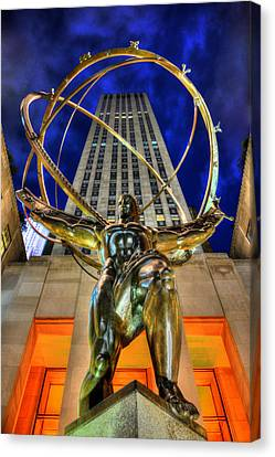 Atlas Statue At Rockefeller Center Canvas Print by Randy Aveille