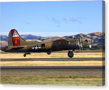 B17 Flying Fortress Departs Livermore Klvk Canvas Print