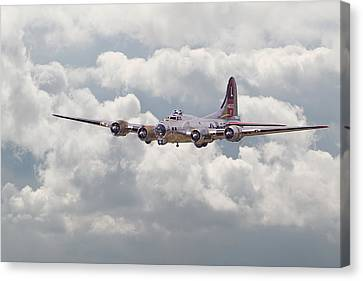 B17- Yankee Lady Canvas Print by Pat Speirs