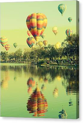 Balloon Classic Canvas Print