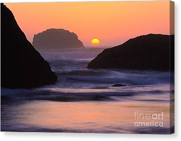 Bandon Beach Last Light Canvas Print by Inge Johnsson
