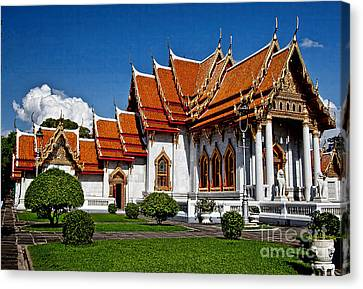 Canvas Print featuring the photograph Bankok Wat by Shirley Mangini