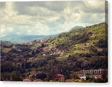 Barga In Alpi Apuane Mountains Tuscany Canvas Print by Peter Noyce
